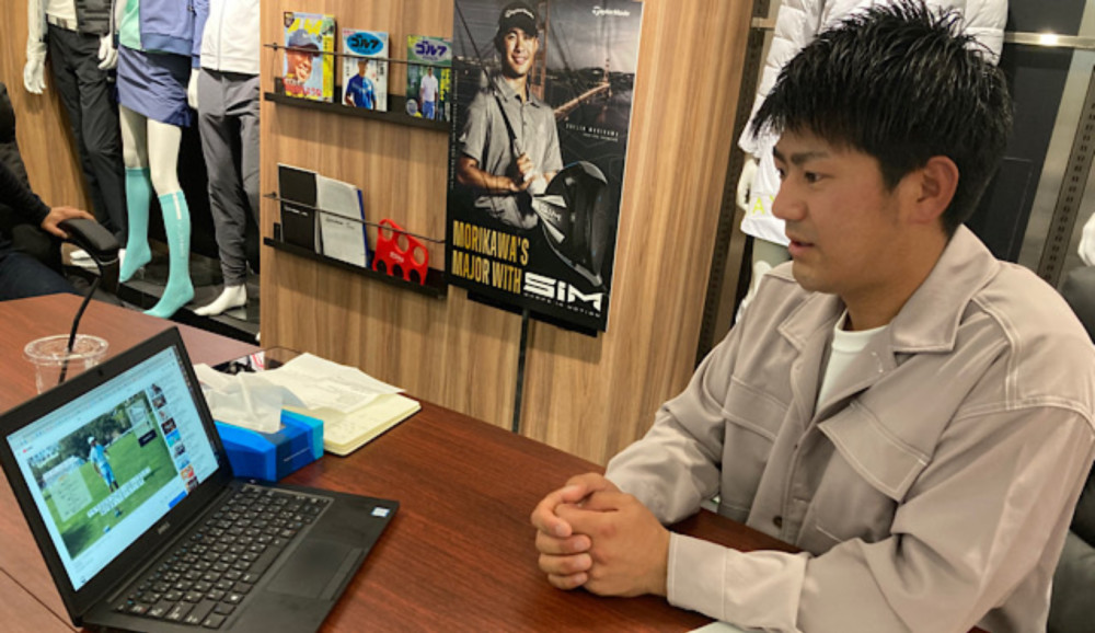 ▲タイガー・ウッズのモーニングルーティーン動画を見る石坂プロ