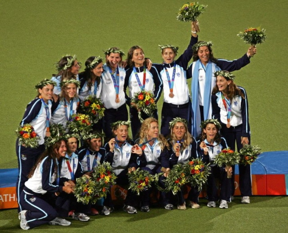 The 2004 Women's Field Hockey Bronze Medal team from Argentina.