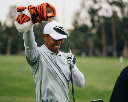 Tiger Woods pulls headcover off driver