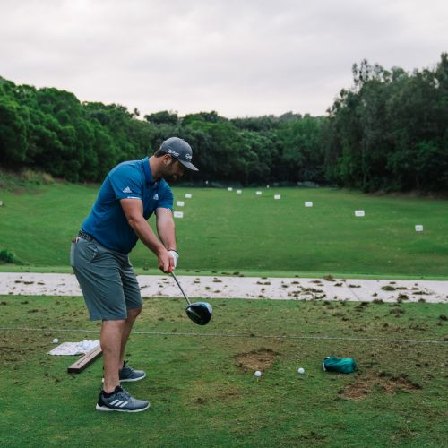 Jon Rahm on the range at Kapalua with his 10.5* SIM driver.