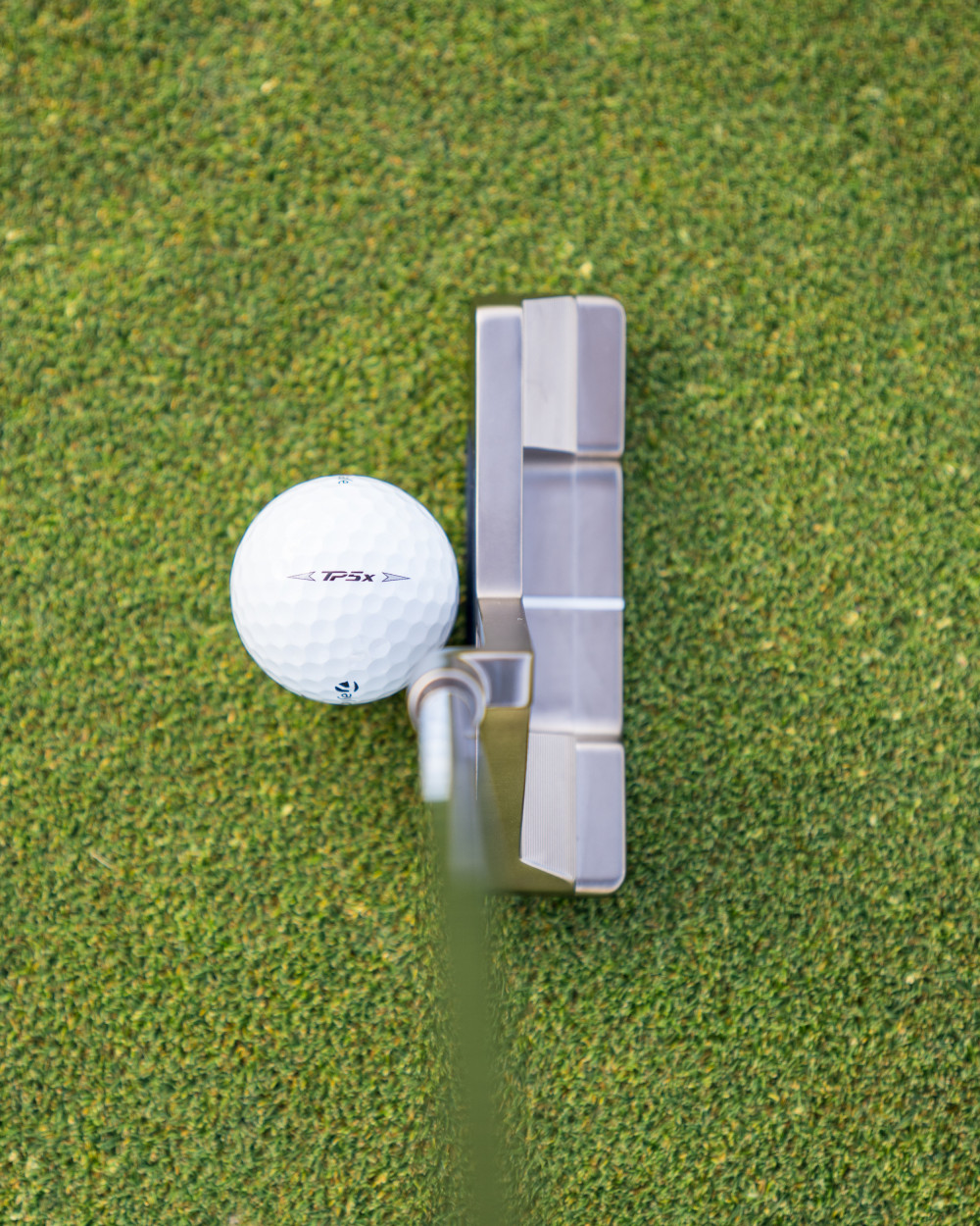 From address, the Truss putter resembles a classic blade design.